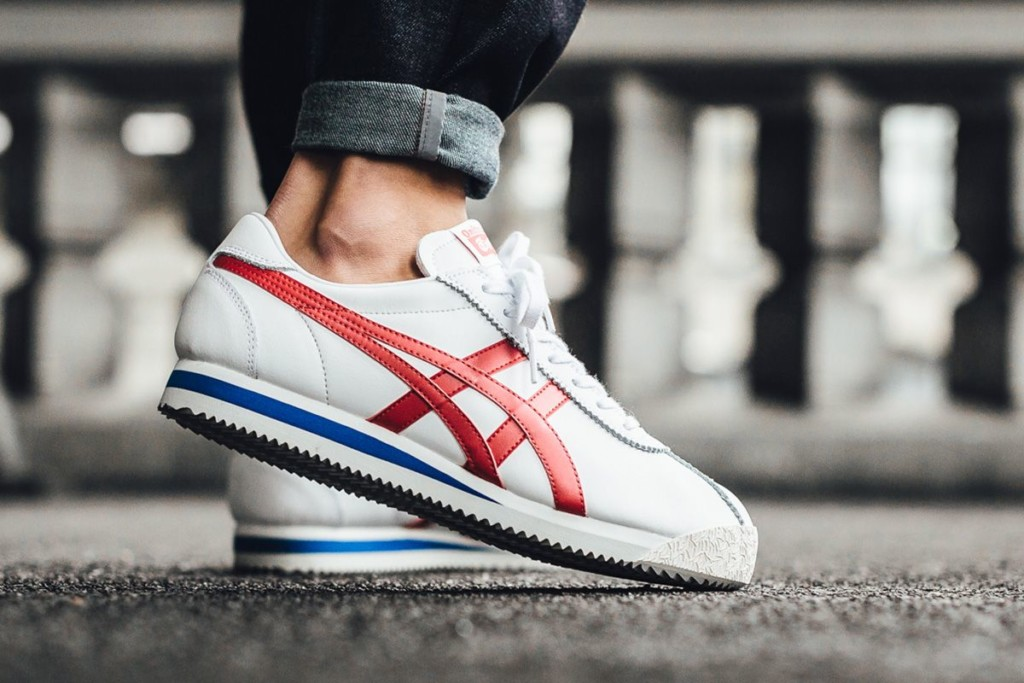 White Onitsuka Tiger Corsair sneaker with red and blue detail